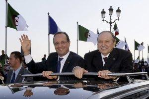 François Hollande et Abdelaziz Bouteflika à Alger, le 19 décembre 2012.