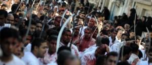 Décembre 2011 : des chiites bahreïnis marquent le rituel de l'Ashoura, en hommage au martyr de l'imam Hussein. © Str / AFP