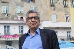 Antoine Sfeir sur le Vieux-Port de Bastia avant sa conférence à l'IRA : «La France se prend pour le justicier du monde » - Louis Vignaroli